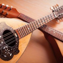 Listening to the Classical Sound Accents of the Mandolin Lute Musical Instrument