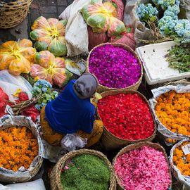 Shopping The Attractive Souvenirs at Kumbasari Market