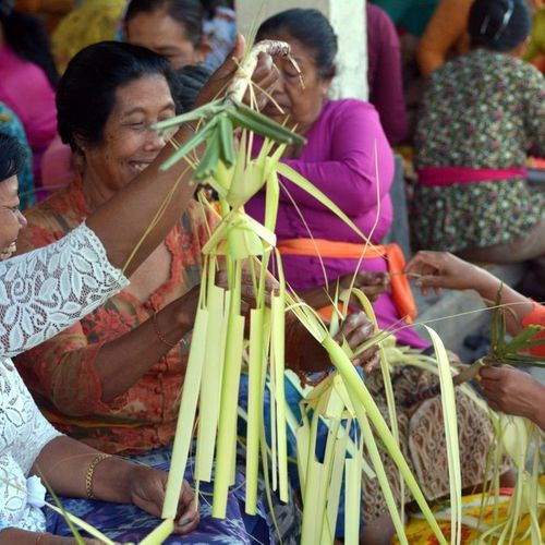Ngayahan, the Social Tradition of Binding Friendship in Balinese Communities