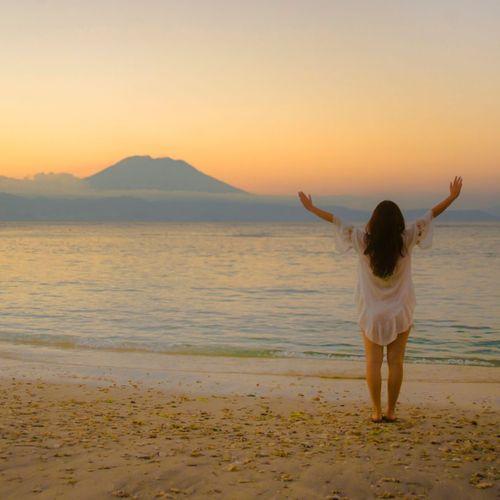 Capturing the Moment of Sunrise at Saba Beach