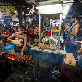Savoring the Affordable-But-Tasty Local Food at Sindhu Market