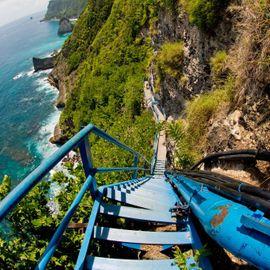 Calm yet Challenging Natural Beauty at Peguyangan Nusa Penida Waterfall