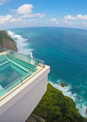 Oneeighty Infinity Pool, Stare at the Edge Where the Sky Meets the Sea