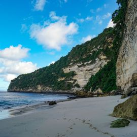 Suwehan Beach: Staring at the Jineng Stone from the 'Hidden Paradise'